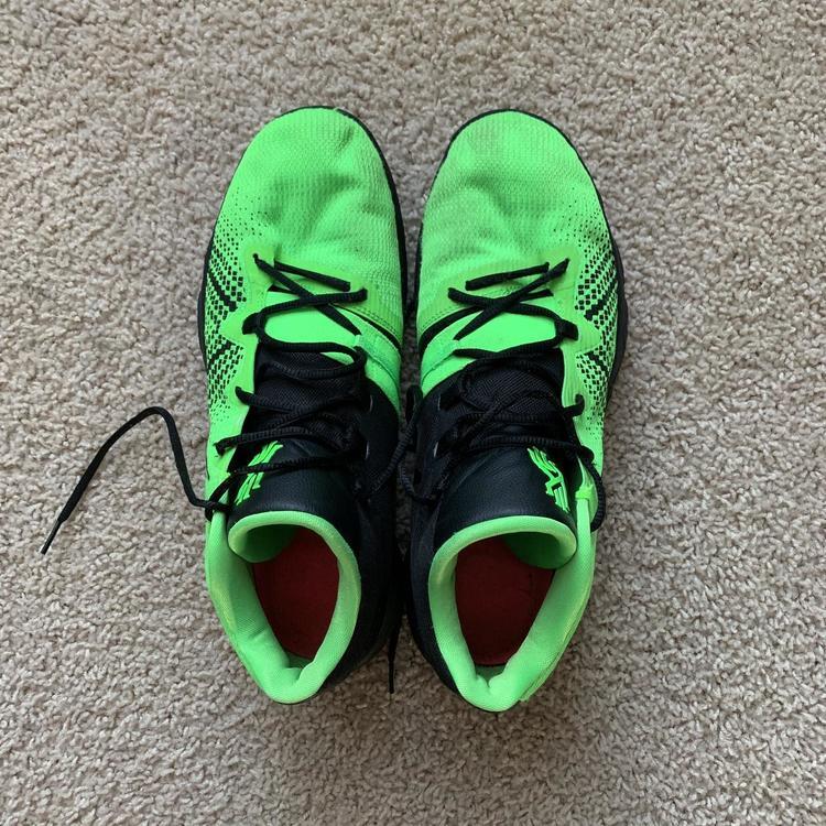 "Nike Kyrie Flytrap 1 ""Grinch"" Colorway"