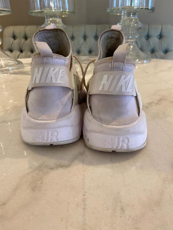 White Men's Nike Huaraches Size 13