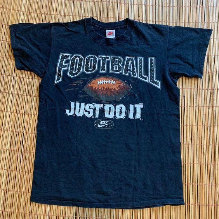 Assortimento necessario Apetta un minuto  Nike Vintage Grey Tag Play Football T-Shirt 90s Just Do It NFL Sports  Graphic | Apparel Shirts