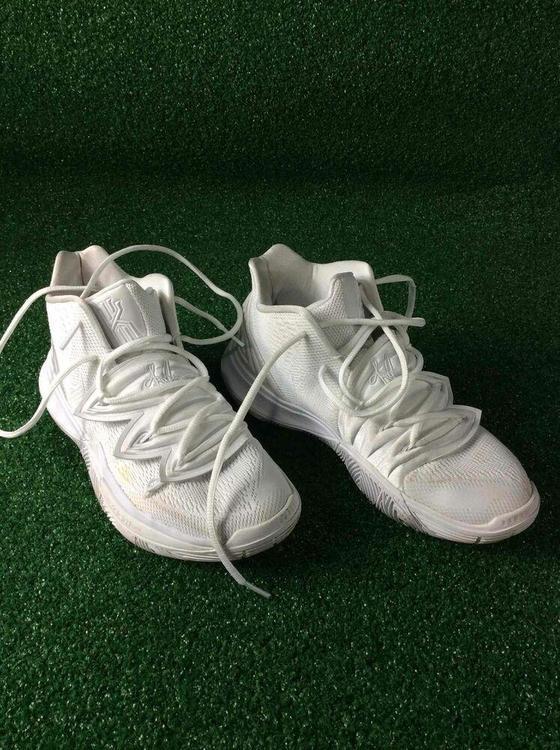 Nike Kyrie Irving 5 6.5 Size Basketball