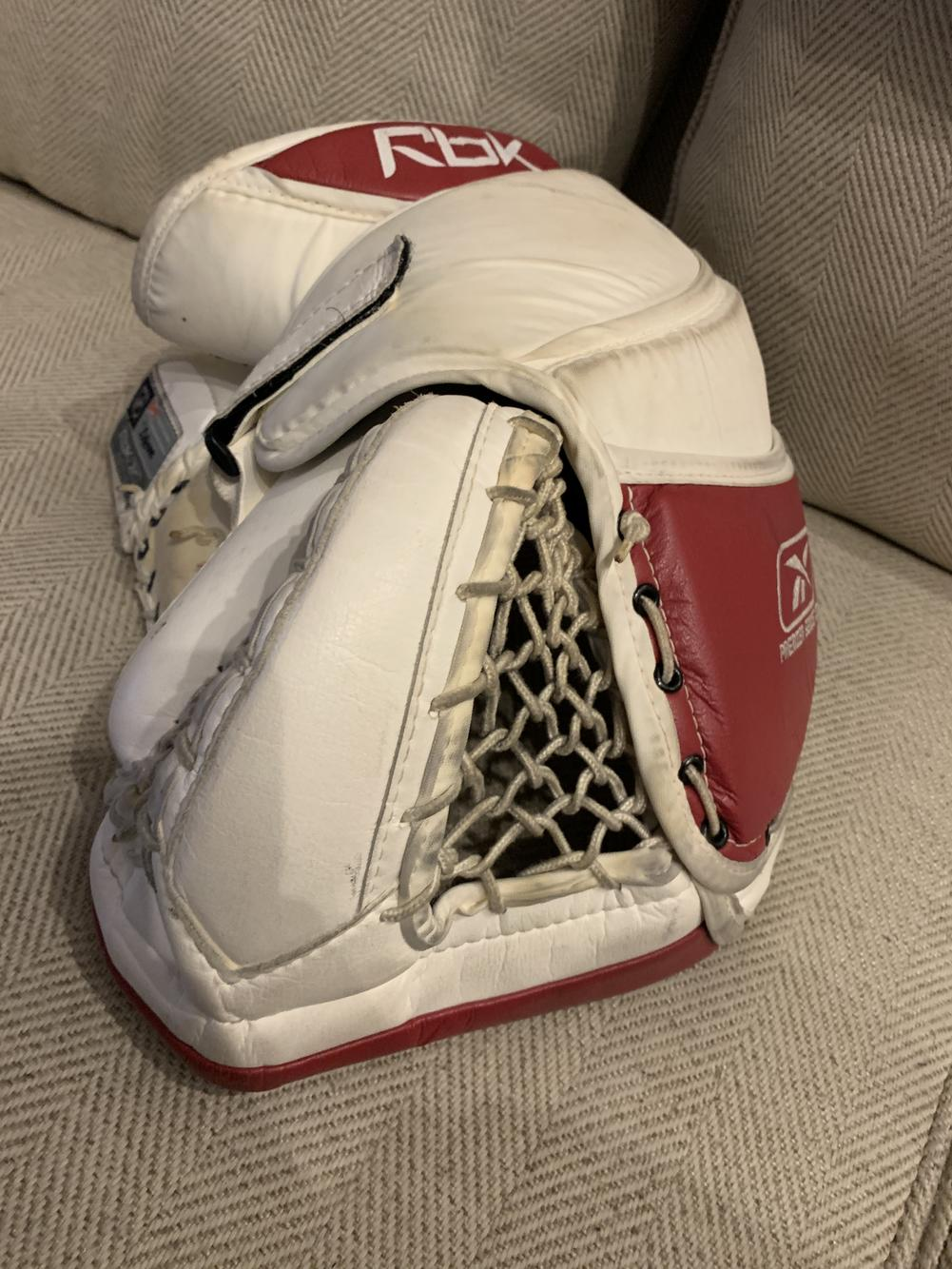 Lengua macarrónica Descifrar seno  Reebok XLT Premier Pro Glove | Hockey Goalie