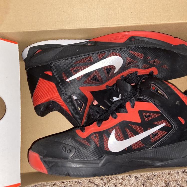 7.5 | Basketball Shoes | SidelineSwap