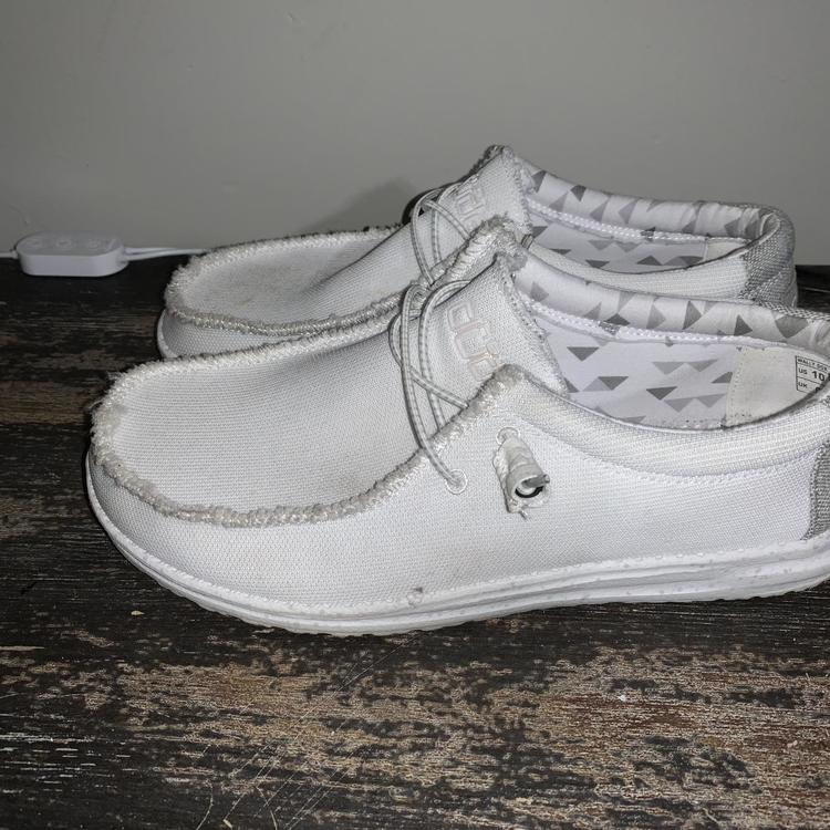 Nike Men's Solid White Hey Dudes size