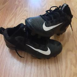 Used Youth Mike Trout Cleats (Black