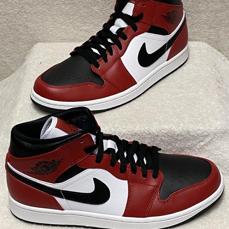 Black-Gym Red Sneakers 554724-069