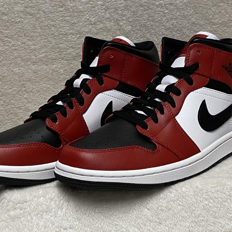 Air Jordan Nike 1 Mid Chicago Black Toe Size 11 Black Gym Red