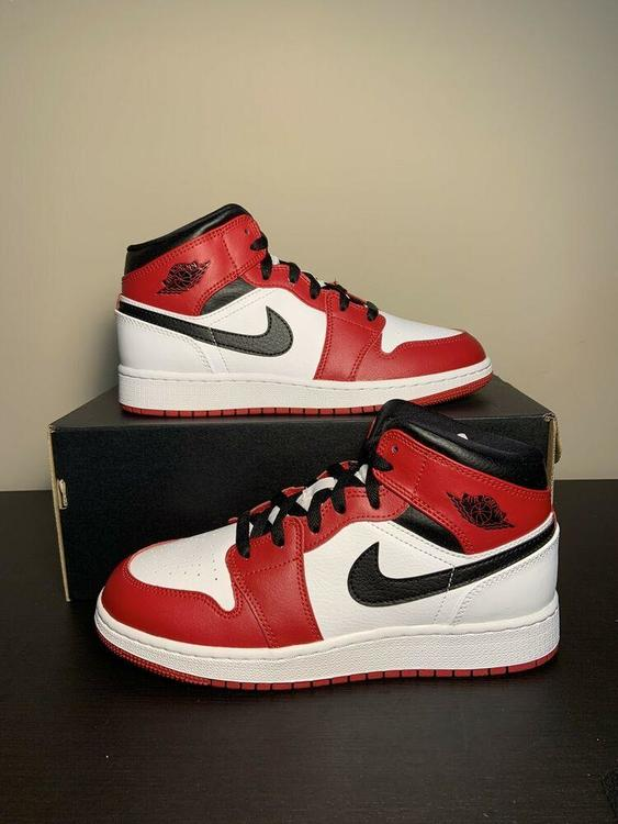 Nike Air Jordan Retro 1 Mid Chicago GS