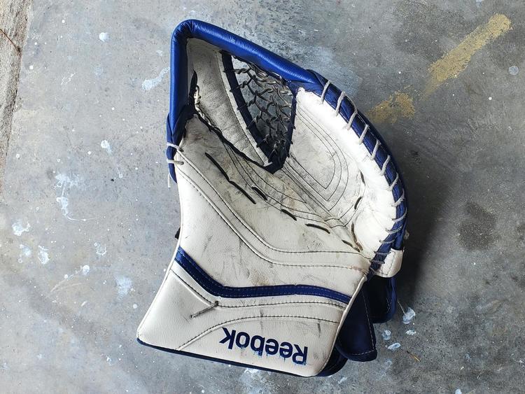 Rodeado lanzadera Deducir  Reebok Regular Premier XLT Pro Glove | Hockey Goalie
