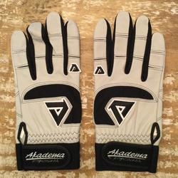 D/&P BLADE RIGHT HANDED ADULT BATTING GLOVE BNWT