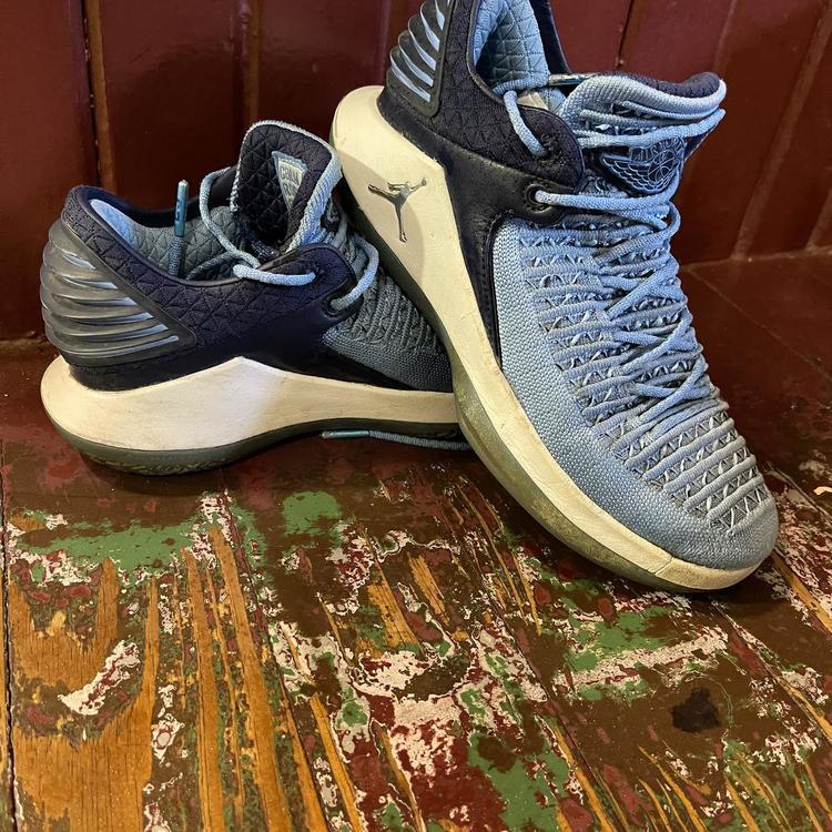 Blue Unisex Size 4.5 (Women's 5.5) Air Jordan Shoes