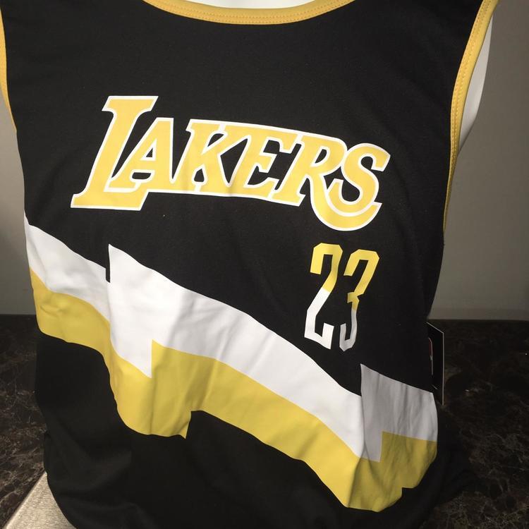 New NBA LeBron James #23 Los Angeles Lakers Jersey Black LARGE NWT.